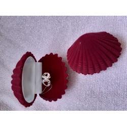 Футляр Ракушка бордовый (кольцо/серьги)