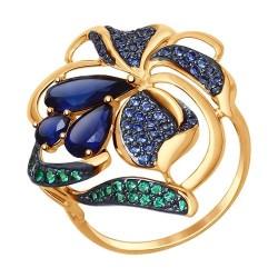 Кольцо из золота с корундами сапфировыми (синт.), зелеными и синими фианитами
